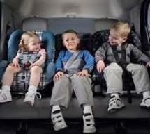 ¿Cómo llevar a los niños en el auto?
